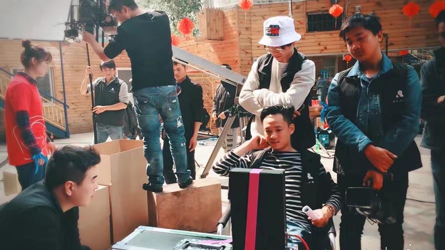 雀氏蓝丝带公益宣传片《以爱为伴》拍摄花絮01——安戈力影视.jpg
