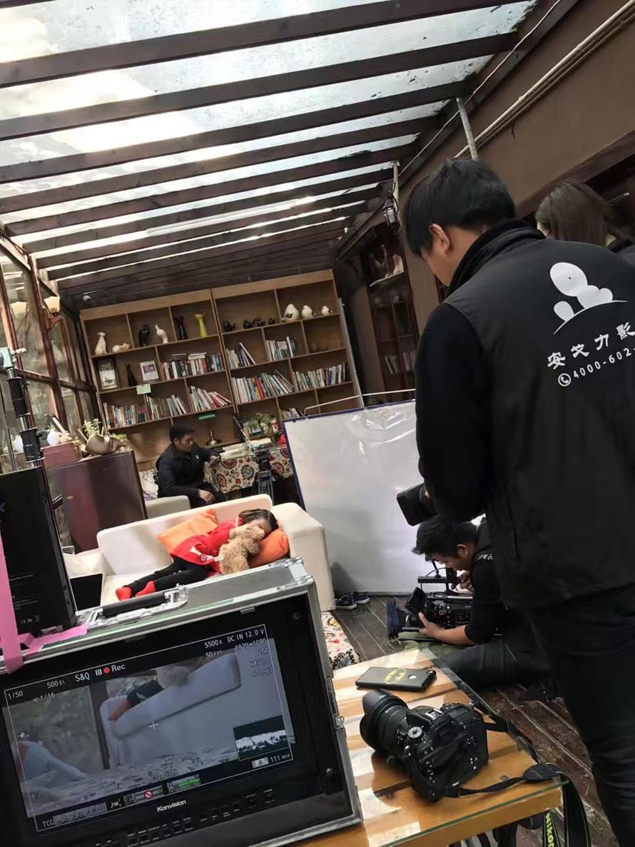 雀氏蓝丝带公益宣传片《以爱为伴》拍摄花絮02——安戈力影视.jpg